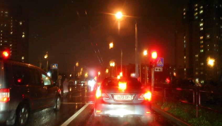 car traffic light rain the night lights traffic lights dark belarus minsk 21 october 2015. Black Bedroom Furniture Sets. Home Design Ideas