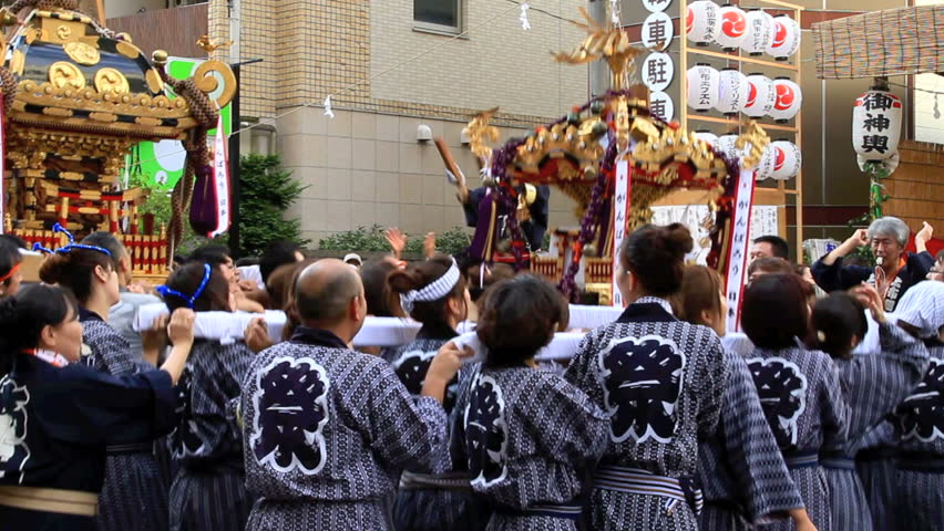 CHOFU-SEPTEMBER 23: Annual autumn festival. Parade o-mikoshi (portable shrines) and dashi (float - japanese festival car)  accompanied by Taiko drumming in Chofu, Tokyo on September 23, 2011.