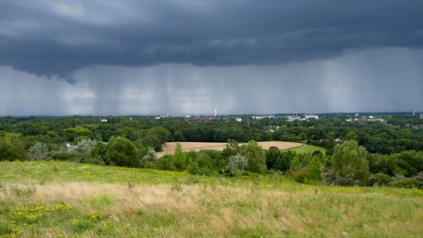 A time lapse shot from an upcoming thunderstorm over Bochum / Germany