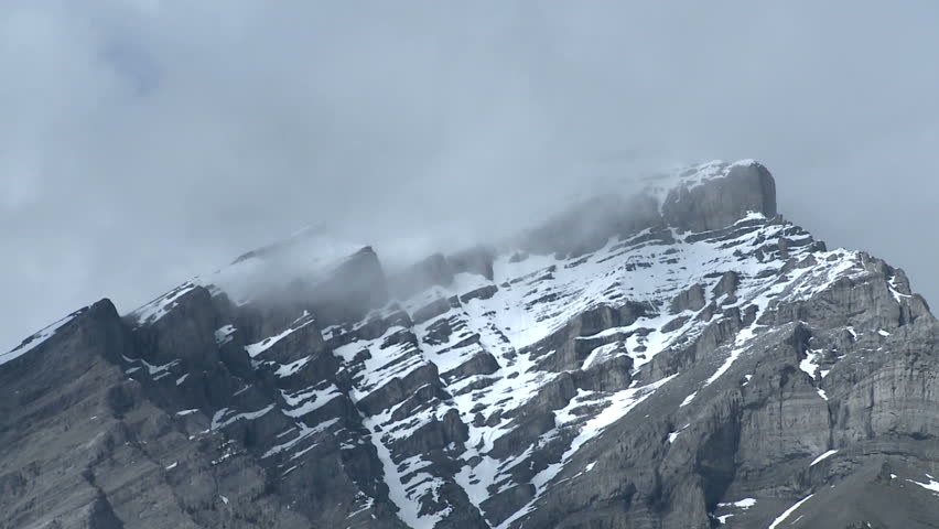 Banff iconic shot, zoom back from Cascade Mountain (HD 1920x1080 60i)