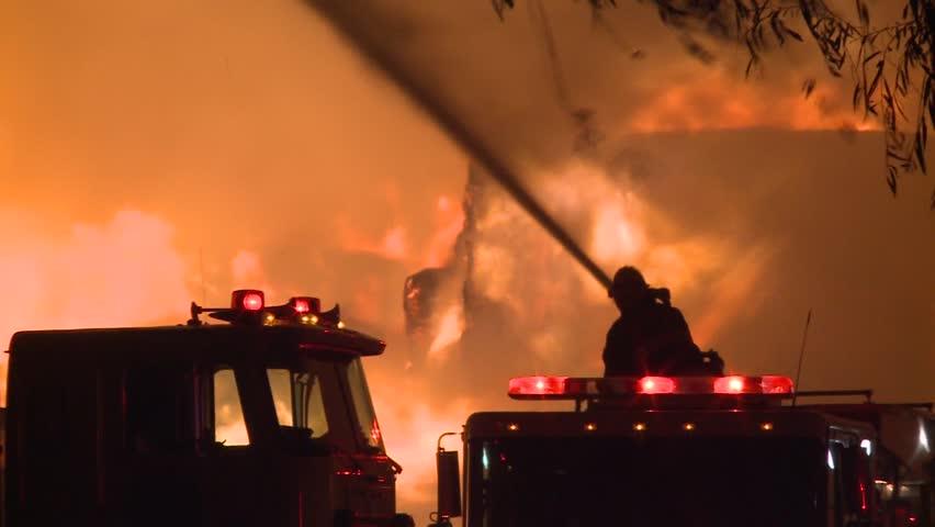 Fire flames fireman battling blazing fire storm at night du Ring wind storm HD high definition 1080 1920x1080