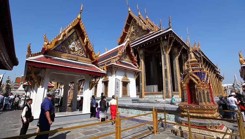 BANGKOK, THAILAND - JANUARY 10 : Unidentified Tourists