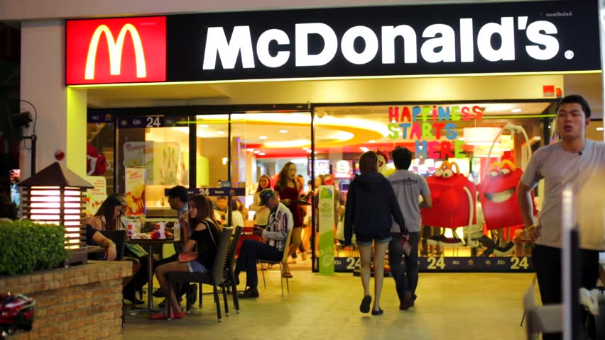 New york city ny november 24 mcdonald 39 s in new york for Fast food places open on thanksgiving