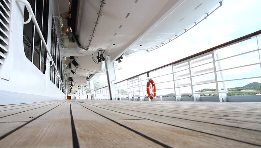 Promenade deck definition meaning for Definition for balcony