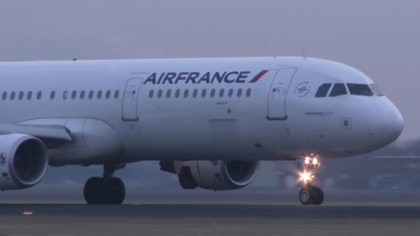 Airplane Landings in Wind France Airplane Landing