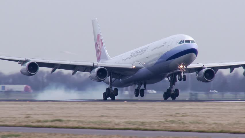 AMSTERDAM, THE NETHERLANDS - FEBRUARI 27, 2014: 4K China Airlines A340 landing