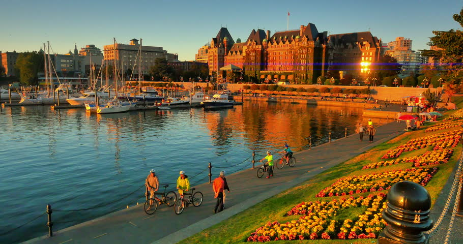 VICTORIA BRITISH COLUMBIA, CANADA - Tourists Walk Along