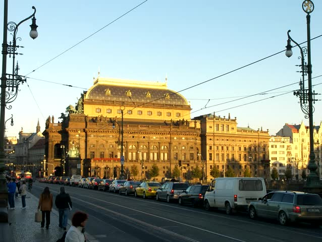 Time lapse - citz life. (National Theater in Prague during sunset)