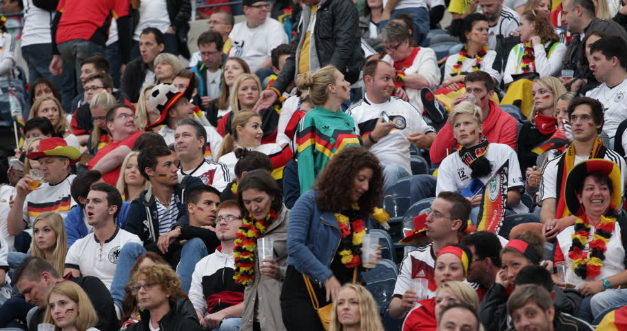 crowd deutsch